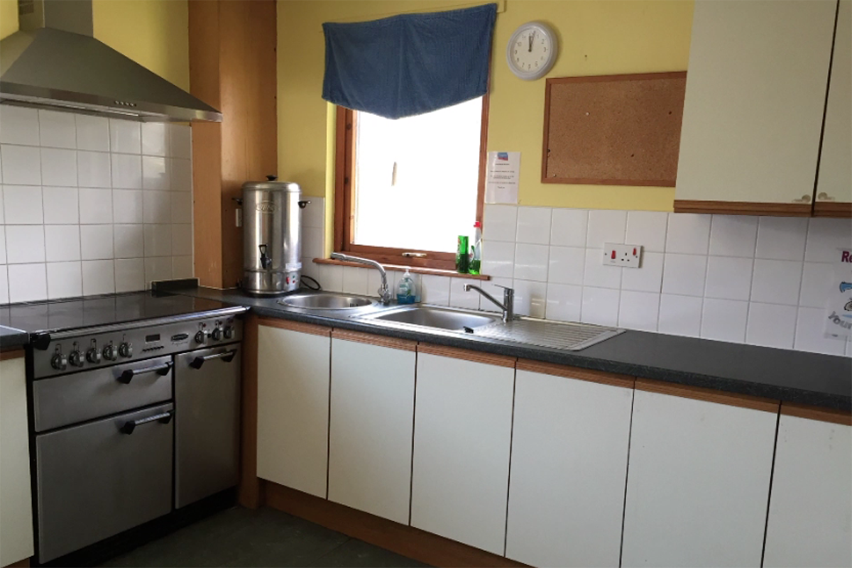 Large kitchen with cooker